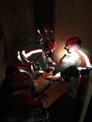Staff Sgt. Jennifer Atkinson Soldiers with the Texas Natonal Guard's 836th Sapper Co., 6th CBRNE Enhanced Response Force Package – CERFP, part of the Joint Task Force 136th (Maneuver Enhancement Brigade), work to stabilize a casualty by flashlight in near pitch dark during a collapsed structure rescue mission, as part of exercise Operation Vigilant Guard 2016 near Baton Rouge, La. April 15-17, 2016. Vigilant Guard focused on testing many of the state's response plans by having a Category 3 or 4 hurricane make landfall somewhere along the coast of Louisiana. In addition to fostering relationships between military and civilian partner agencies, the exercise allowed the exchange of ideas and best practices between the Louisiana and Texas CERFP units. (U.S. Army National Guard photo by Staff Sgt. Jennifer D. Atkinson/Released)