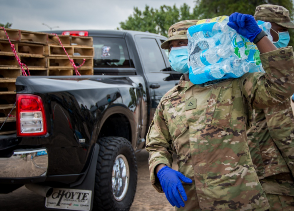 Texas Army National Guardsmen distribute water bottles to local residents October 8, 2020, at Lake Jackson, Texas. These jumped into action to supply water to residents when a deadly amoeba affected the water supply. (Texas Air National Guard photo by Master Sgt. Lynn M. Means)