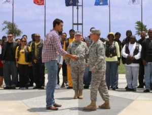 Photo of LTC Peyton Randolph shaking hands with PFC Tony Rodriguez