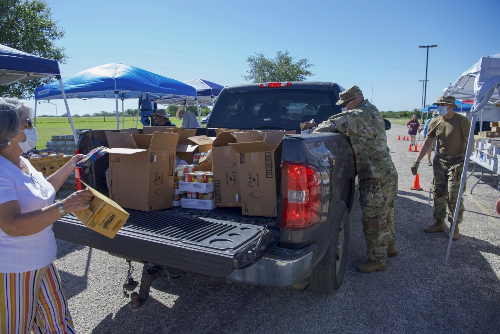 Air and Army National Guardsmen assist local Texas residents -
